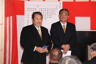 瀬島先生と司会者320px.jpg